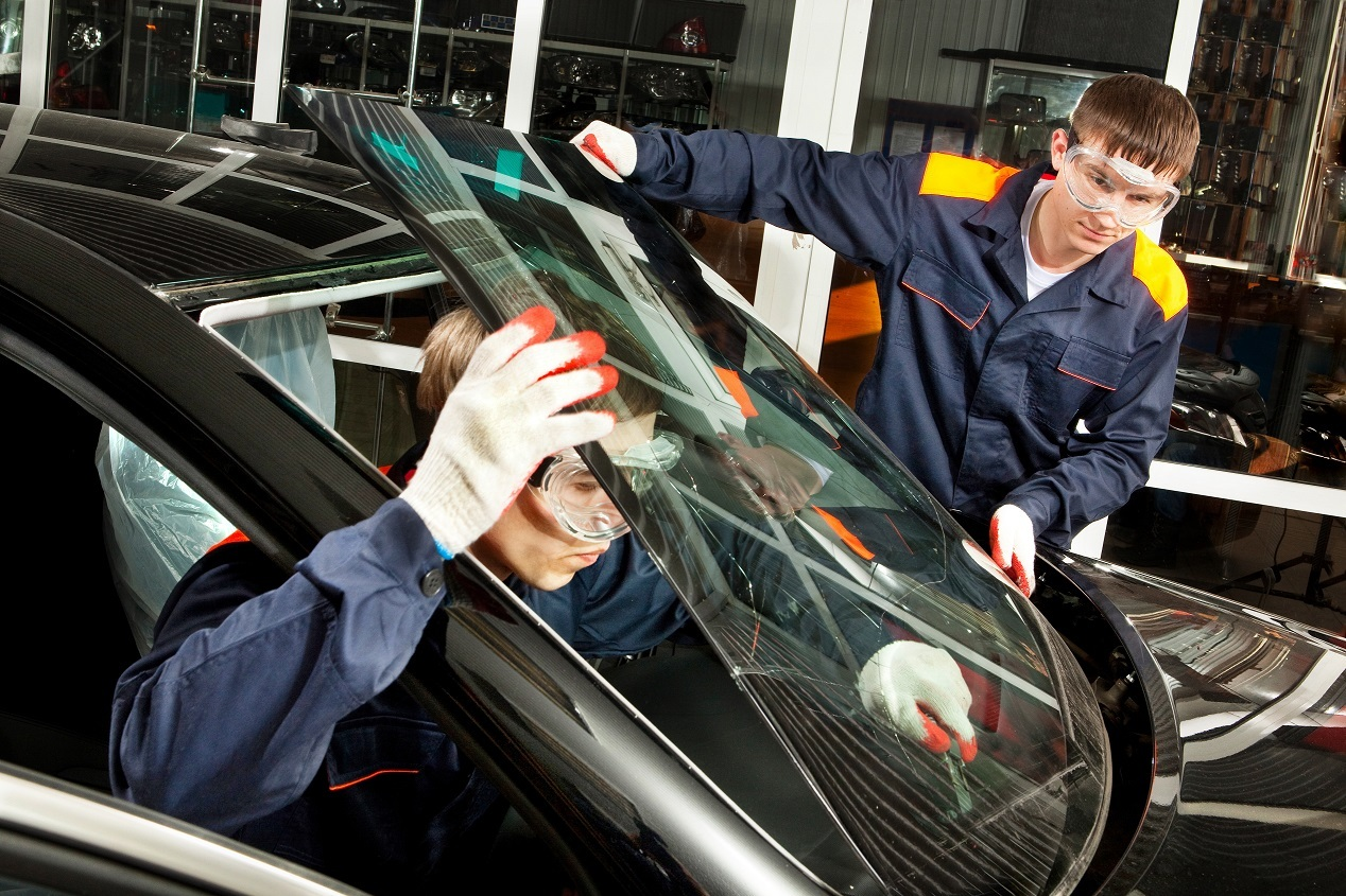 auto glass replacement tools being used by technicians